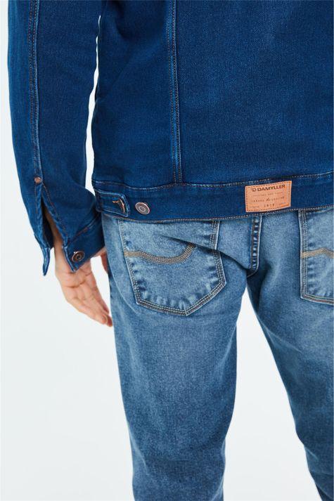 Jaqueta-Jeans-com-Gola-de-Pelo-Masculina-Detalhe-2--