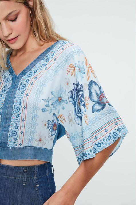 Blusa-Solta-Jeans-Estampa-de-Flores-Azul-Detalhe--