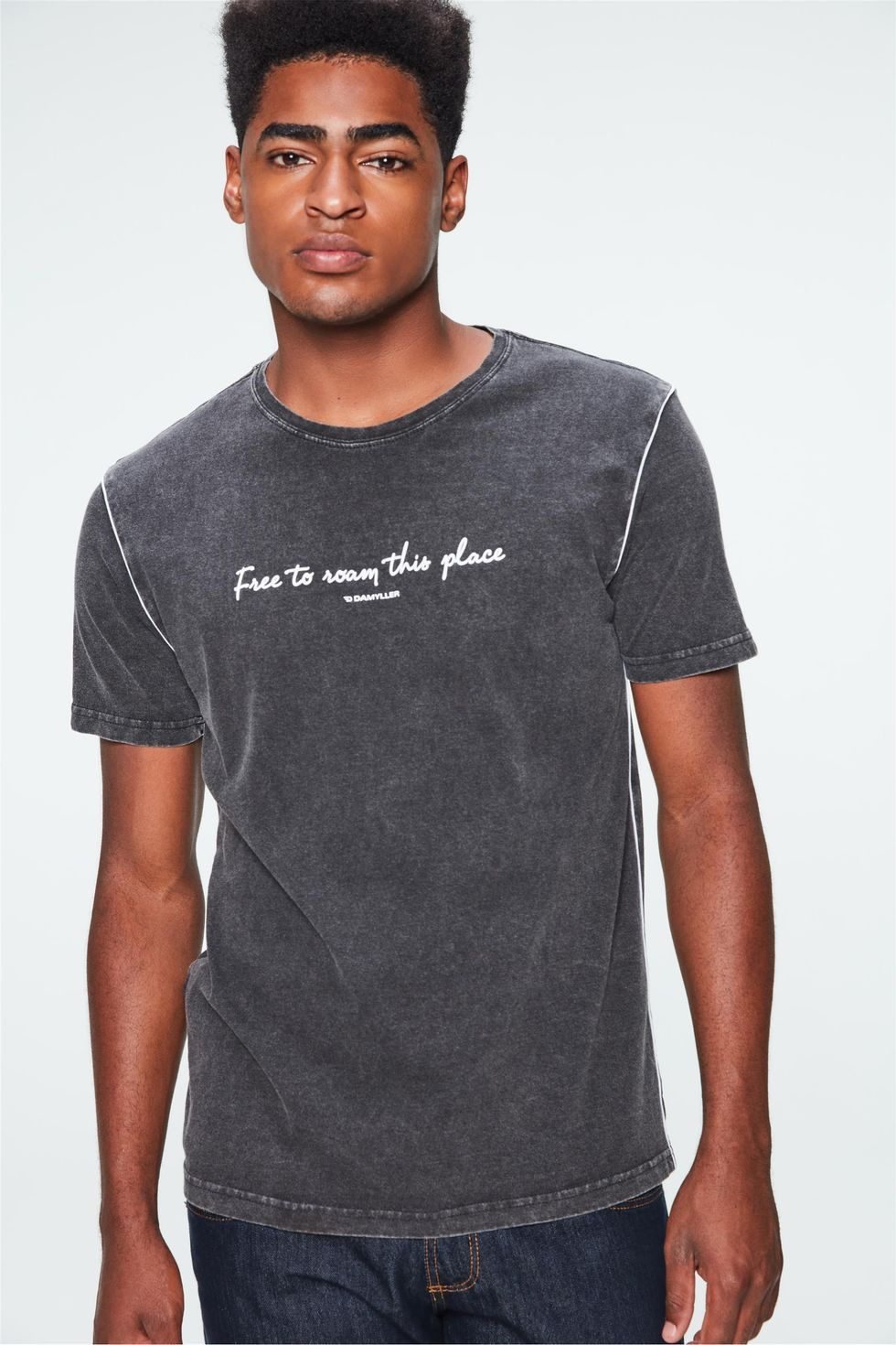Camiseta-Malha-Denim-Preta-com-Estampa-Frente--