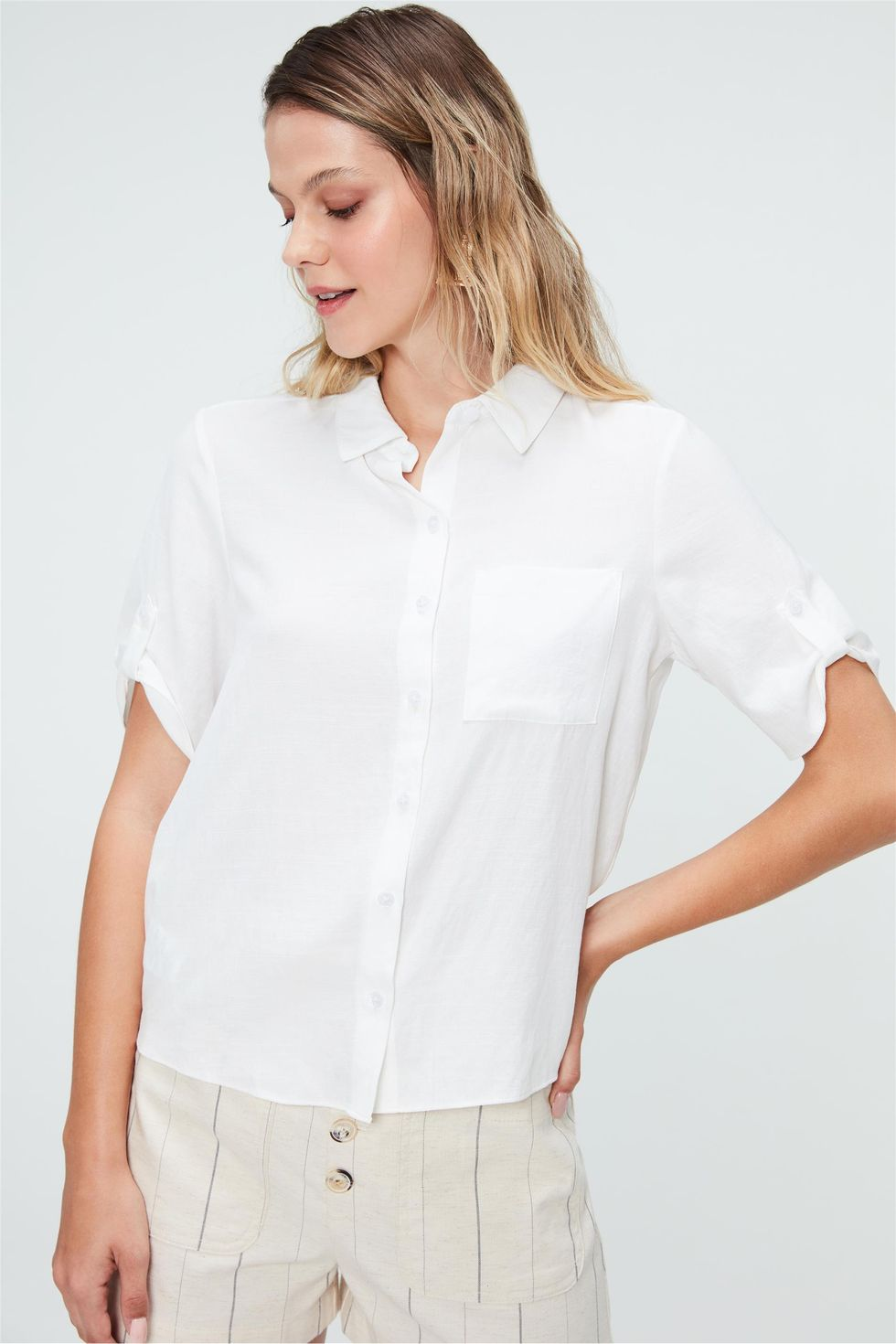 Camisa-Lisa-de-Mangas-Curtas-Feminina-Frente--