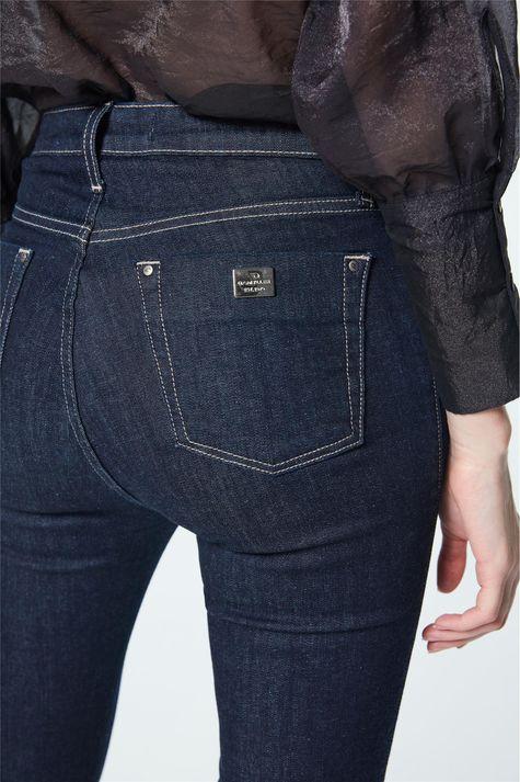 Calca-Jeans-Cropped-Cintura-Super-Alta-Detalhe-1--