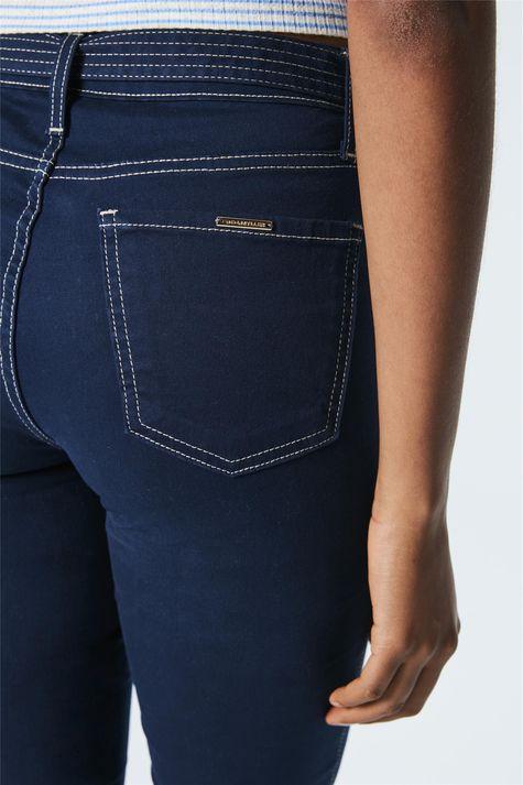 Calca-Jeans-Cropped-de-Cintura-Alta-Detalhe-1--