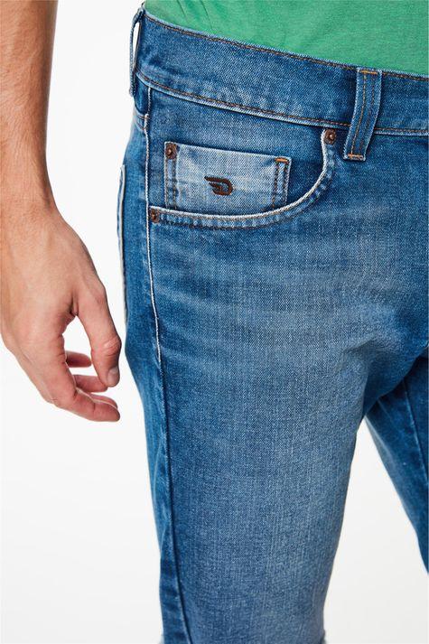 Bermuda-Jeans-Skinny-com-Barra-Desfiada-Detalhe-1--