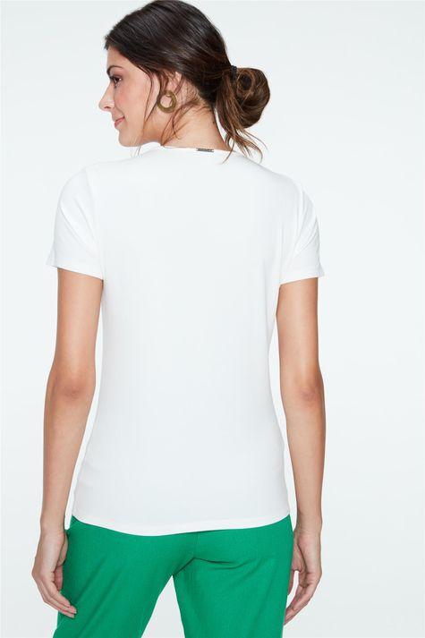 Camiseta-com-Estampa-Geometrica-Feminina-Costas--