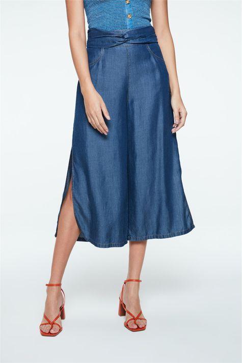 Calca-Pantacourt-Jeans-em-Liocel-Detalhe--