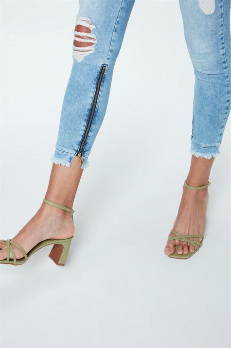 Calca-Jegging-Jeans-Cropped-Destroyed-Detalhe-2--