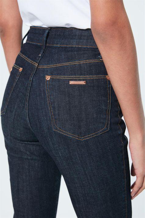 Calca-Jeans-Reta-Cintura-Super-Alta-Detalhe-1--