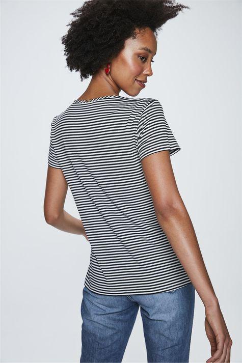 Camiseta-com-Estampa-Listrada-Feminina-Costas--