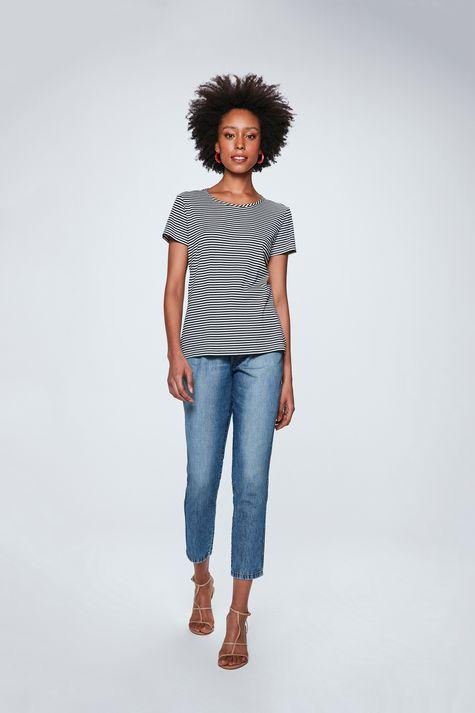 Camiseta-com-Estampa-Listrada-Feminina-Detalhe-1--