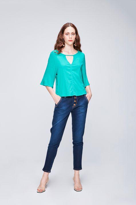 Blusa-com-Recorte-no-Decote-Feminina-Detalhe-1--