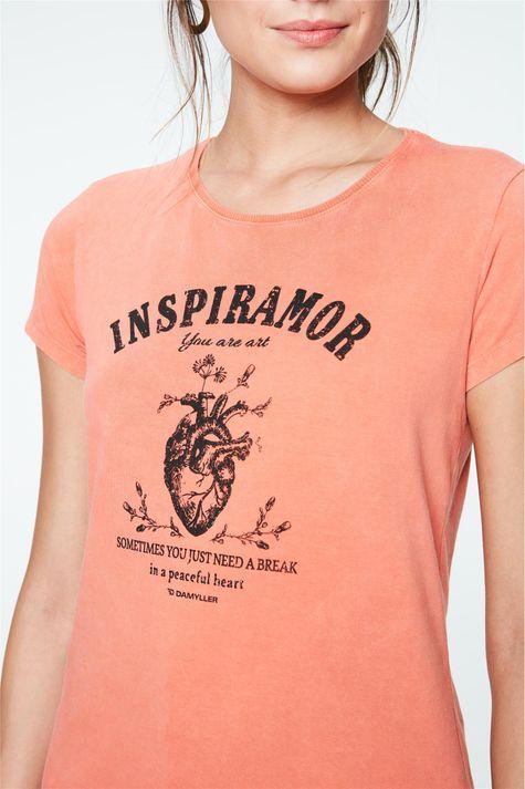 Camiseta-Tingida-com-Estampa-Inspiramor-Detalhe--