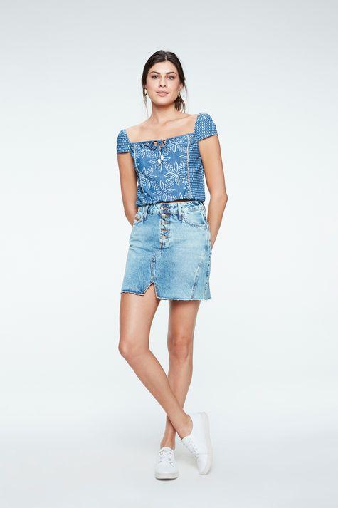 Blusa-Jeans-Cropped-com-Estampa-Floral-Detalhe-1--