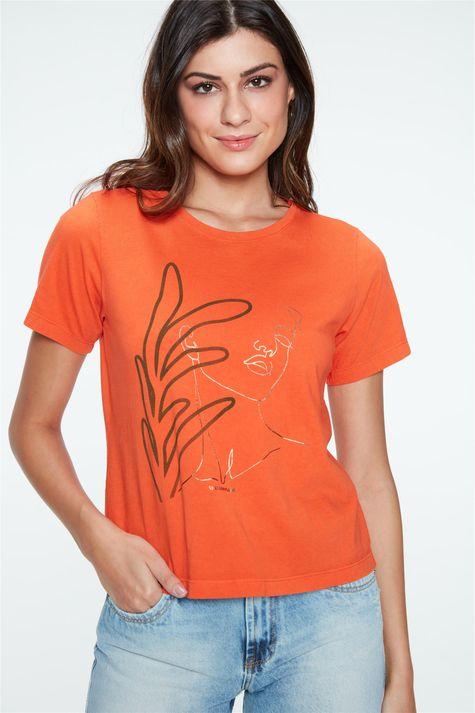 Camiseta-Tingida-com-Estampa-Feminina-Frente--