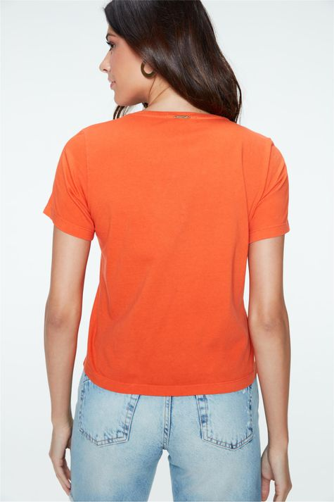 Camiseta-Tingida-com-Estampa-Feminina-Costas--