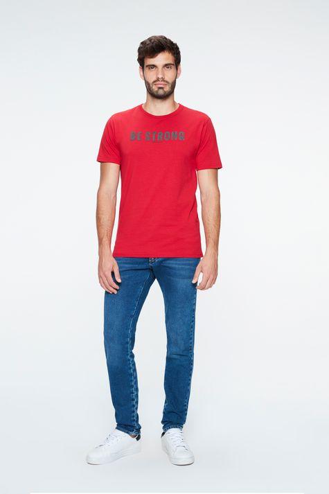 Camiseta-com-Estampa-Be-Strong-Masculina-Detalhe-1--