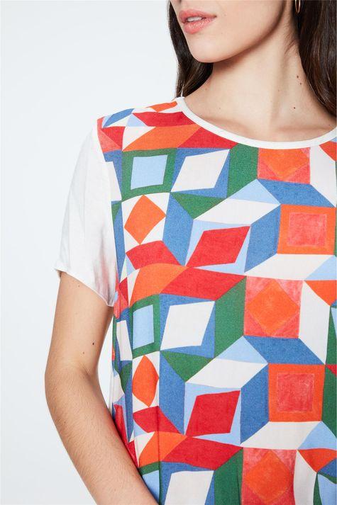 Blusa-Leve-com-Estampa-Geometrica-Detalhe--