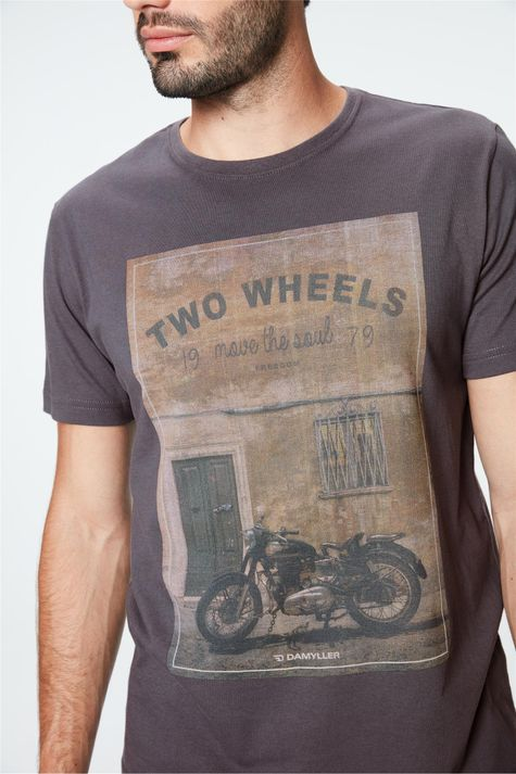 Camiseta-Estampa-Two-Wheels-Masculina-Detalhe--