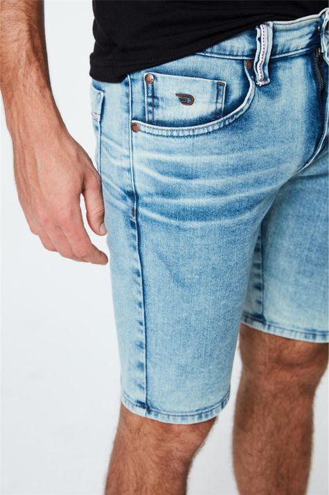 Bermuda-Jeans-Claro-Skinny-Masculina-Detalhe-1--