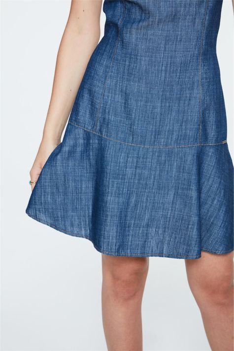 Vestido-Jeans-Mini-com-Recorte-Gode-Detalhe-1--
