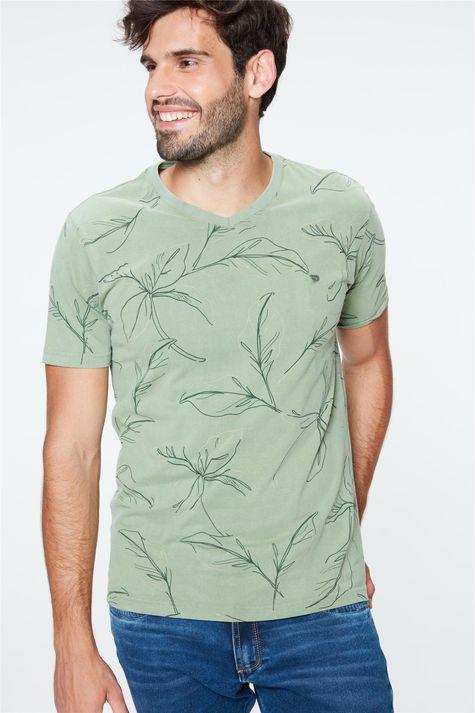 Camiseta-com-Estampa-de-Folhas-Masculina-Detalhe--