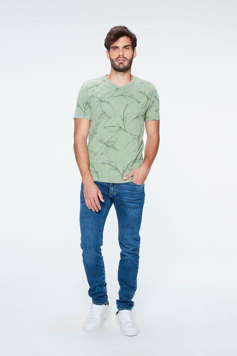Camiseta-com-Estampa-de-Folhas-Masculina-Detalhe-1--