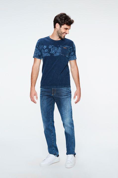 Camiseta-de-Malha-Denim-com-Estampa-Detalhe-1--