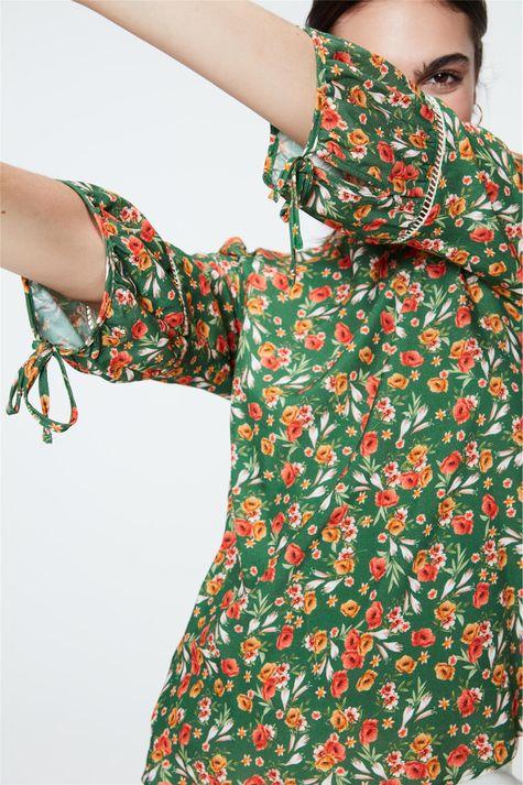 Blusa-de-Viscose-com-Estampa-Floral-Detalhe--