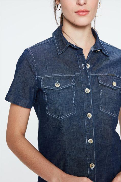 Camisa-Jeans-Azul-Escuro-de-Manga-Curta-Detalhe--