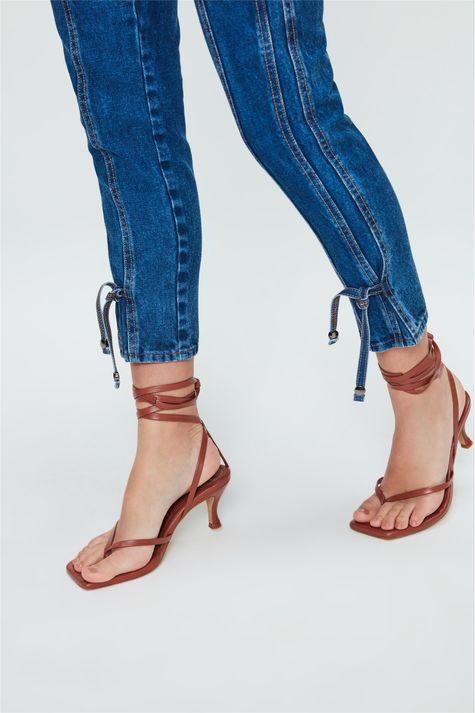 Calca-Jeans-Cropped-de-Cintura-Altissima-Detalhe-1--