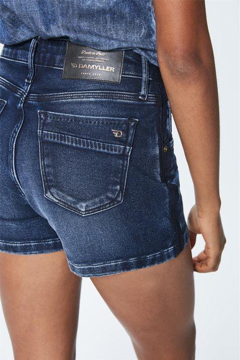 Short-Jeans-Escuro-Feminino-Detalhe--