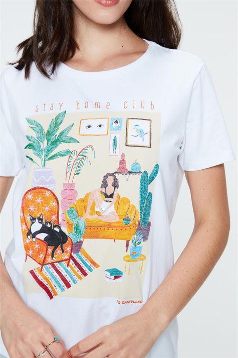Camiseta-com-Estampa-Stay-Home-Club-Detalhe--