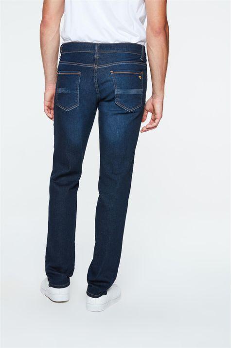 Calca-Jeans-Reta-com-Estampa-no-Bolso-Costas--