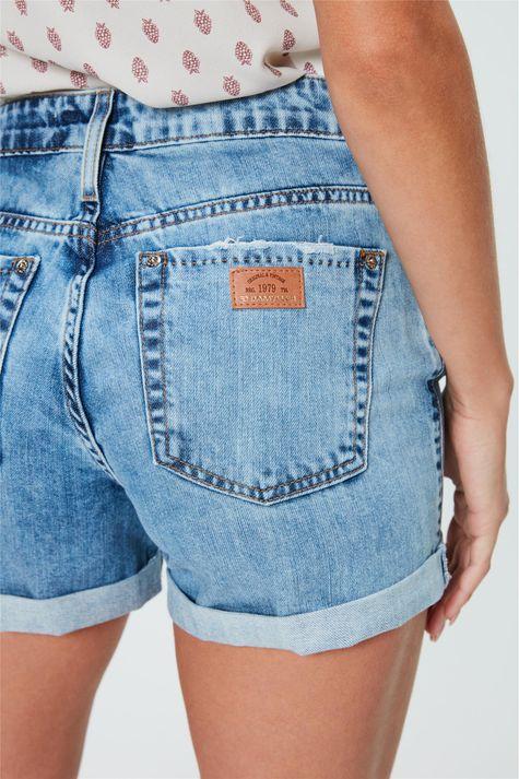 Short-Jeans-Boyfriend-com-Barra-Dobrada-Detalhe--