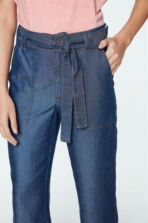 Calca-Jeans-Capri-de-Cintura-Alta-Detalhe-1--