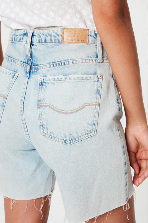 Bermuda-Jeans-com-Rasgos-Cintura-Alta-Detalhe-1--