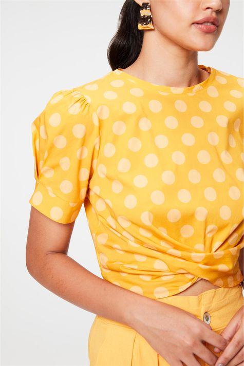 Blusa-Cropped-com-Estampa-de-Poa-Detalhe--