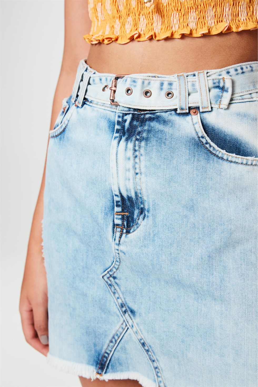 Saia-Jeans-Mini-com-Cinto-Desfiada-Frente--