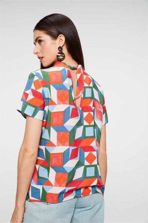 Blusa-com-Estampa-Geometrica-Colorida-Costas--