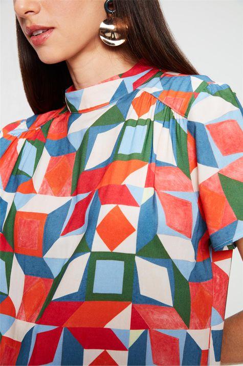 Blusa-com-Estampa-Geometrica-Colorida-Detalhe--