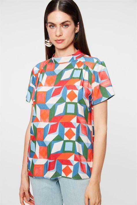 Blusa-com-Estampa-Geometrica-Colorida-Frente--