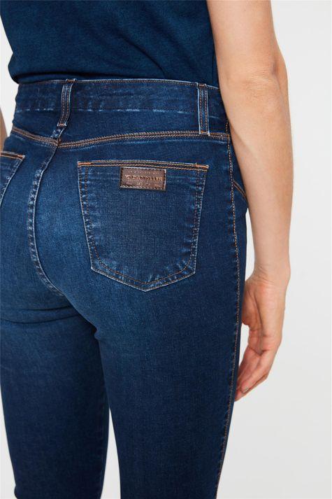 Calca-Jeans-Jegging-Cropped-com-Recortes-Detalhe-1--