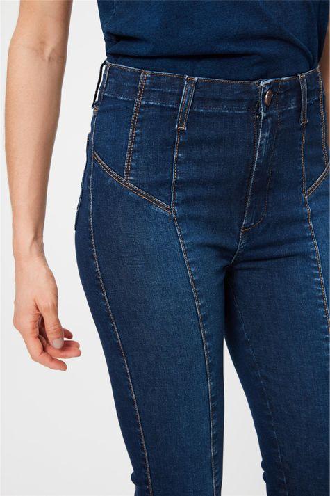 Calca-Jeans-Jegging-Cropped-com-Recortes-Detalhe-2--