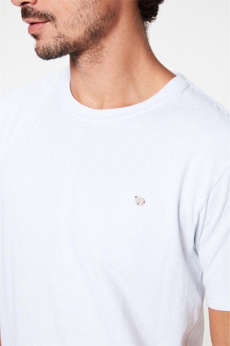 Camiseta-Estampa-de-Bolinhas-Masculina-Detalhe--