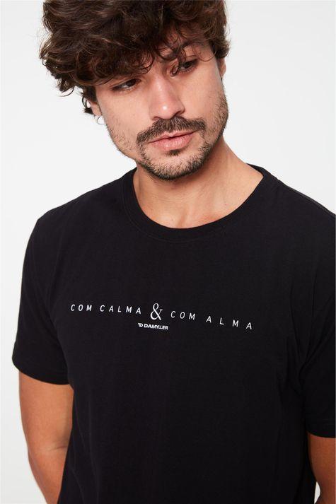 Camiseta-Estampa-Com-Calma-e-Com-Alma-Frente--