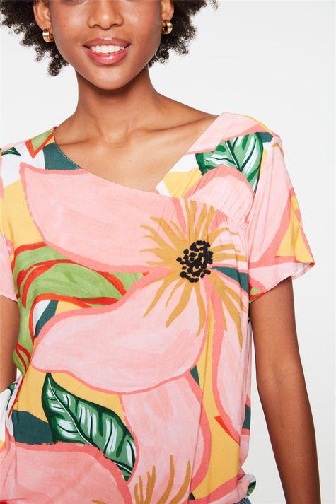 Blusa-Floral-com-Recorte-no-Decote-Detalhe-1--