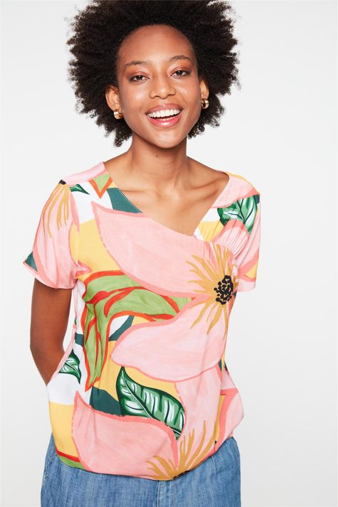 Blusa-Floral-com-Recorte-no-Decote-Detalhe--