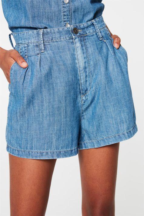 Short-Jeans-Mini-Cintura-Alta-com-Pregas-Detalhe--