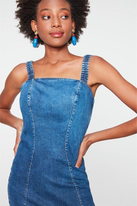 Vestido-Jeans-Medio-com-Recortes-Justo-Detalhe-1--