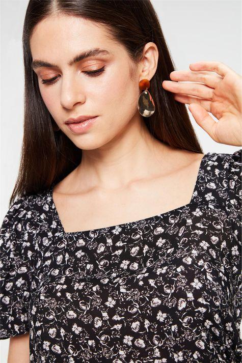 Blusa-Decote-Quadrado-com-Estampa-Floral-Detalhe--