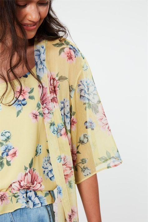 Kimono-Leve-com-Estampa-Floral-Detalhe--